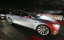 Tesla Model S is equipped with the dual-motor option and autopilot tech