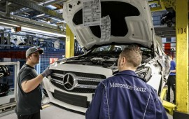 Daimler boosts German plant investment as it adds two new models